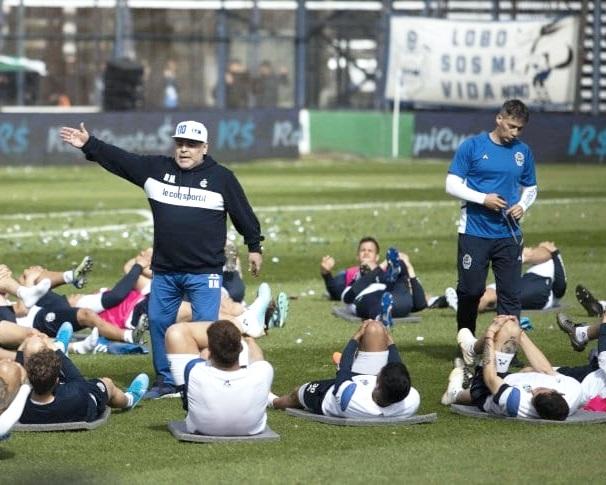 """""""Creo que para mí, la dirigencia busca un impacto positivo en el club. - - Felipe Felici (sobre la llegada de Diego Armando Maradona)"""
