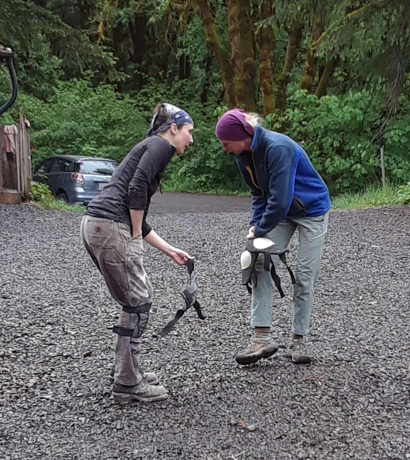 firing_while_female_east_creek_2019_loading_kneepads.jpg