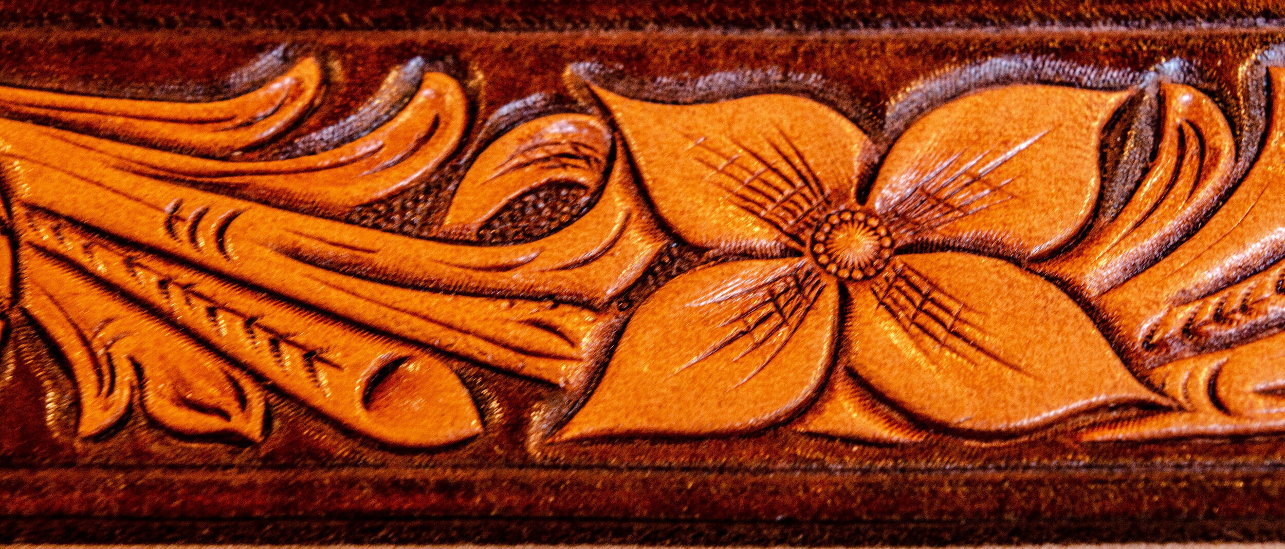 Floral Carving & Design - Building skills and techniques in the art of leather tooling