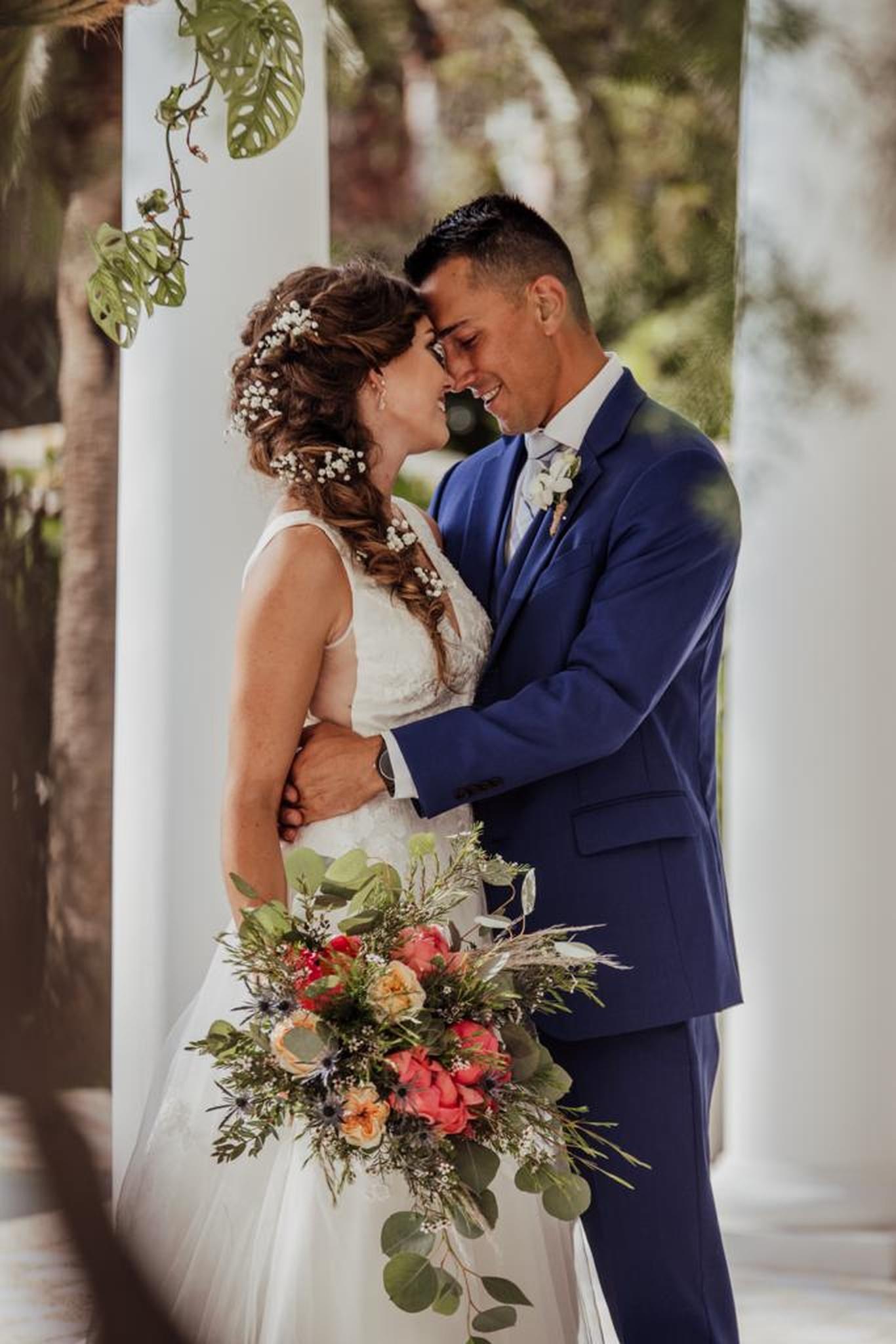 Wedding-bouquet-loose-peonies-and-roses.jpg