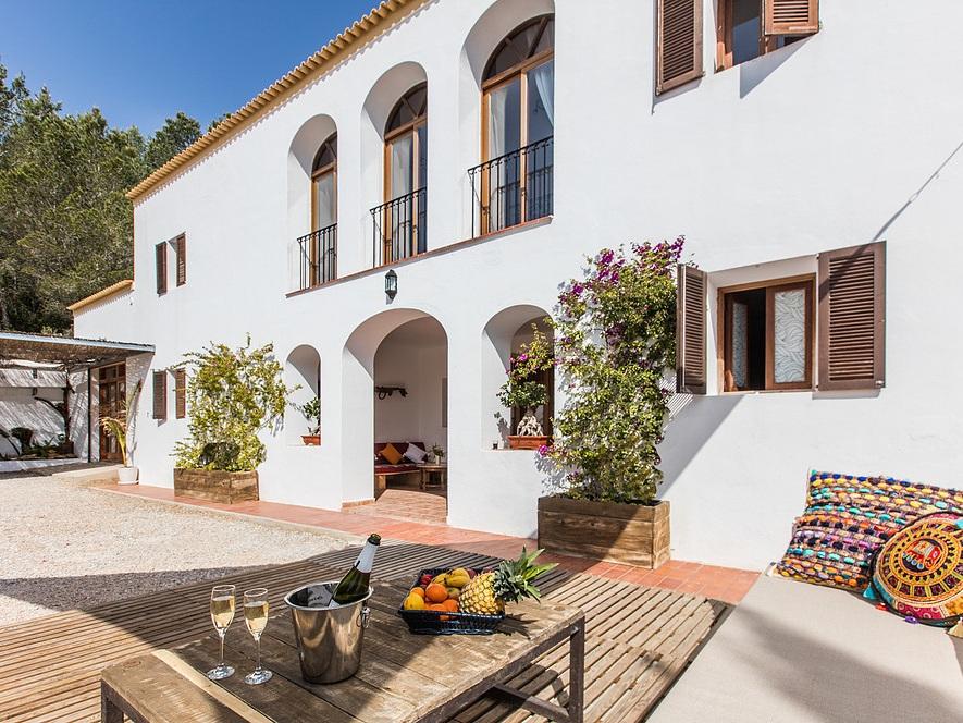 Front+of+villa.jpg