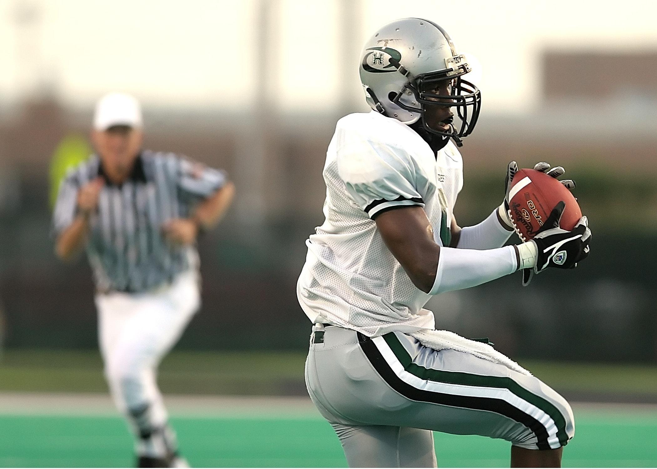 action-american-football-athlete-209961.jpg