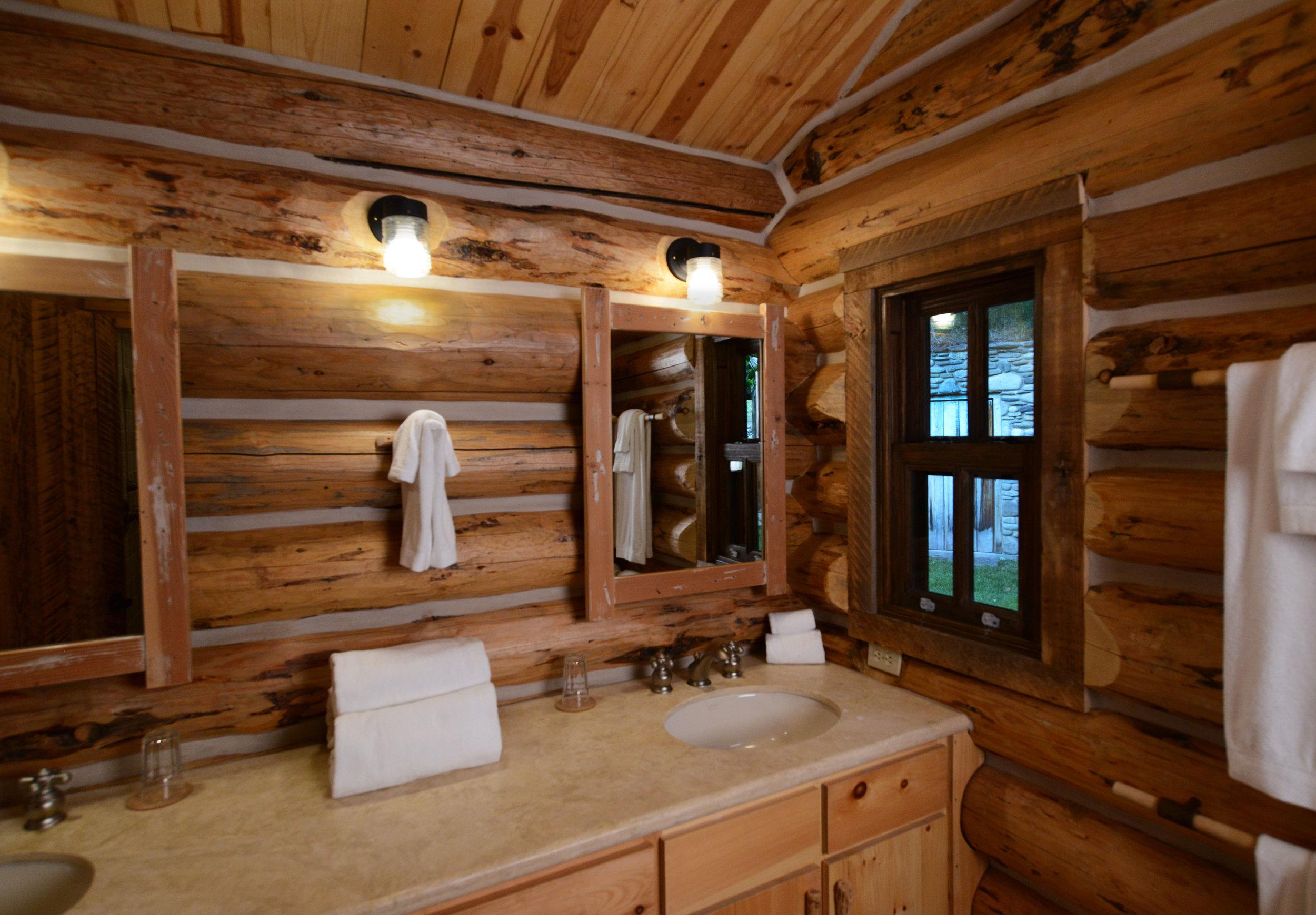 Cabin_1_Bathroom_Windows.jpg