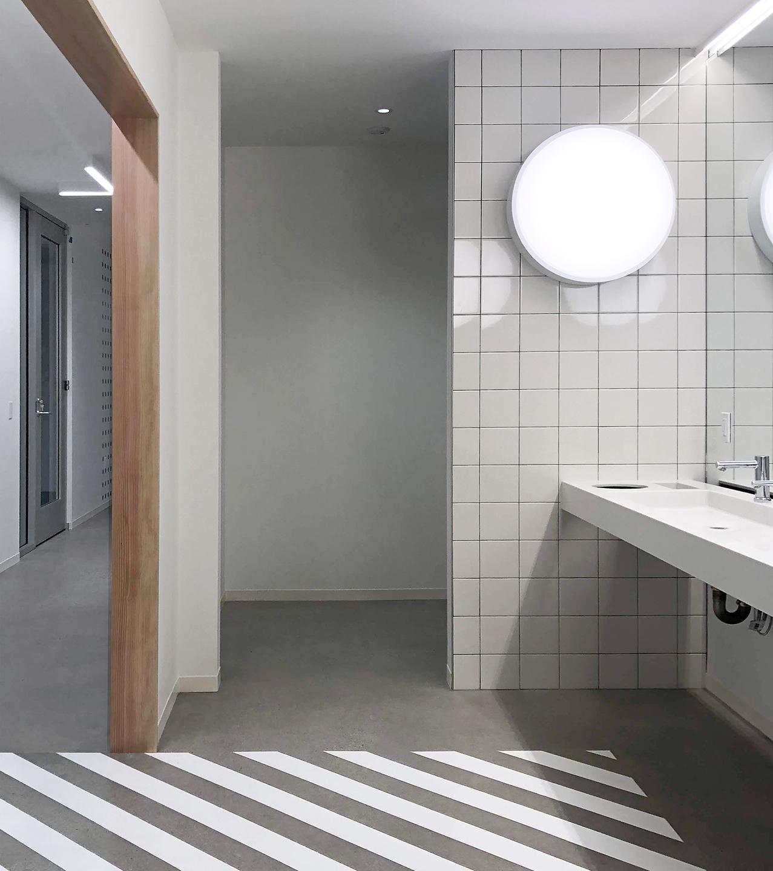 977 broadway restroom 02.jpg