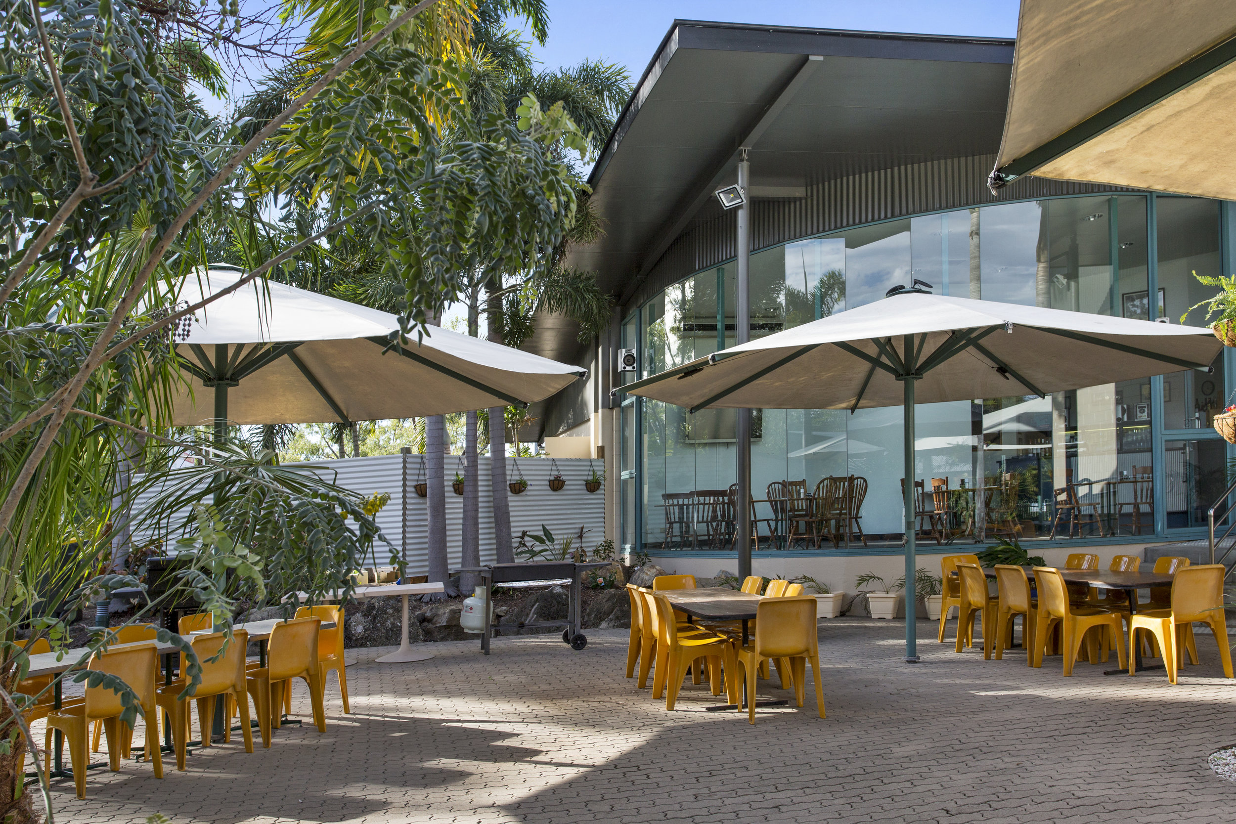 Restaurant & Bar - The Capricorn Motel restaurant is a perfect place to dine at the end of the day.