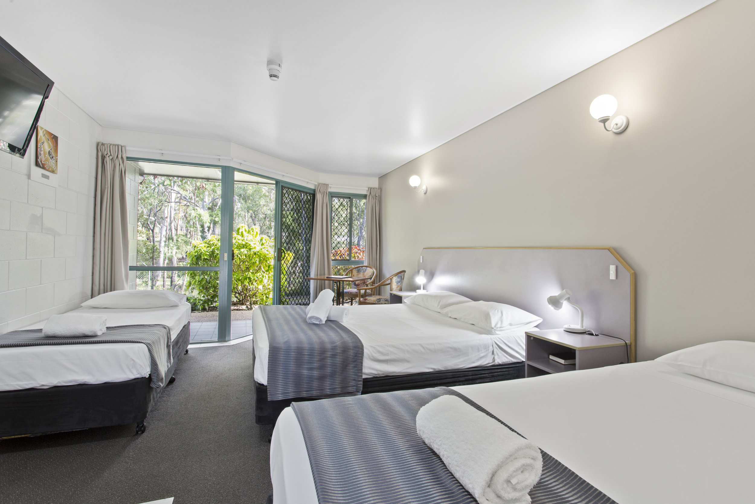 Rooms - Capricorn Motel has air-conditioned rooms for 1 to 6 guests