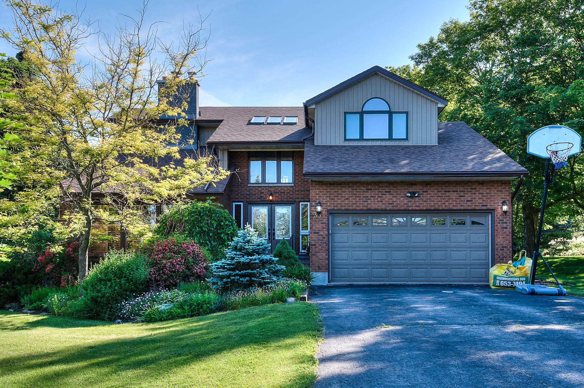 35 Amalia Crescent, Belwood | Presented by Adam Stewart, Realtor ®  | Chestnut Park West | +1 519.265.2602