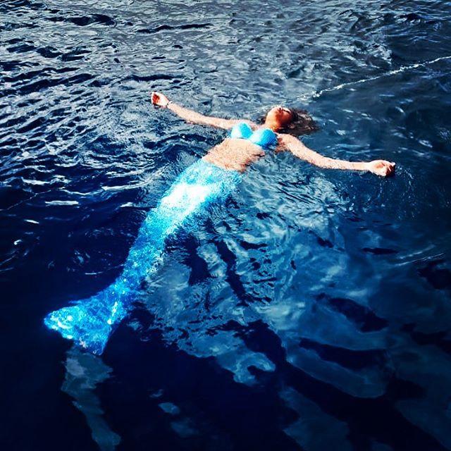#oceania #mermaid #swimming #lost #surreal #mermazing #bluemermaid #capeverdemermaid #swimwithamermaid #beautiful #mermaidbeauty #blueocean #underwaterlove #reflection #glitterblue #beautyoftheocean