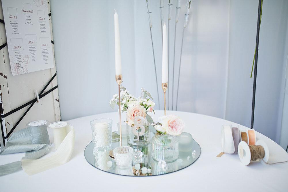 Vintagevasen und Spiegelplatten