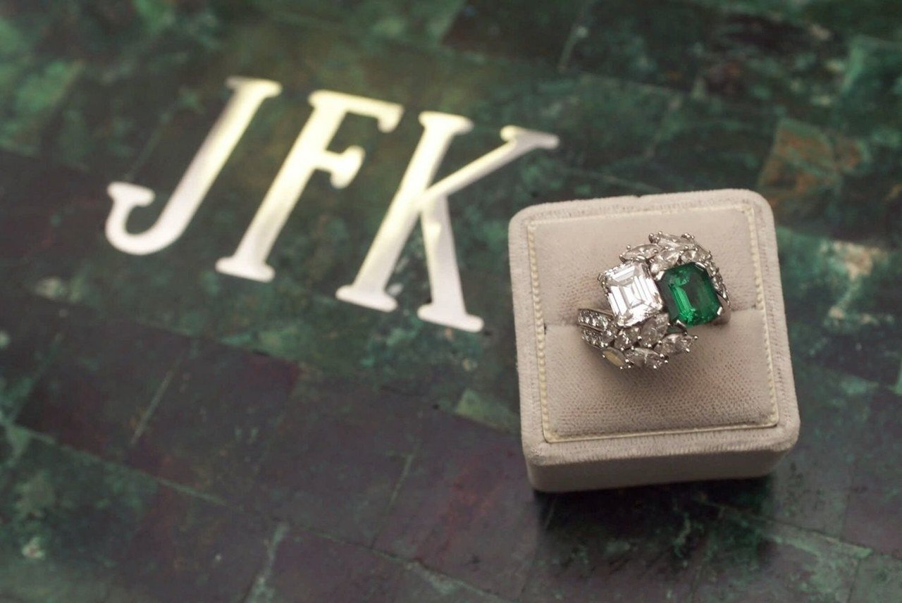 weddings-2014-05-2-jackie-kennedy-engagement-ring-pictures-0507-main.jpg