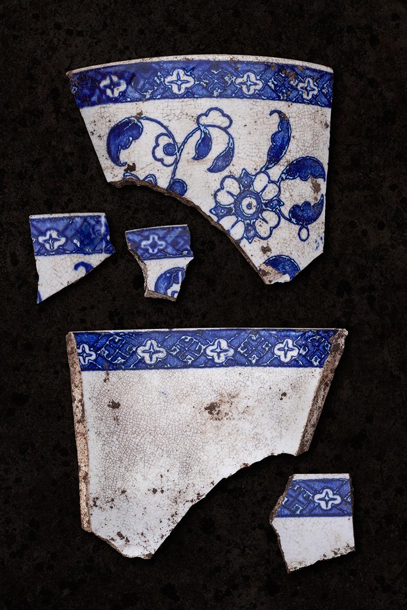 blue_ceramic_fragments_1200pxl.jpg