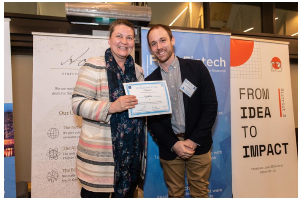 Mirela Pirlea (Desjardins Lab) presenting the Desjardins award to Patrick Roy (Founder at Ophelia)