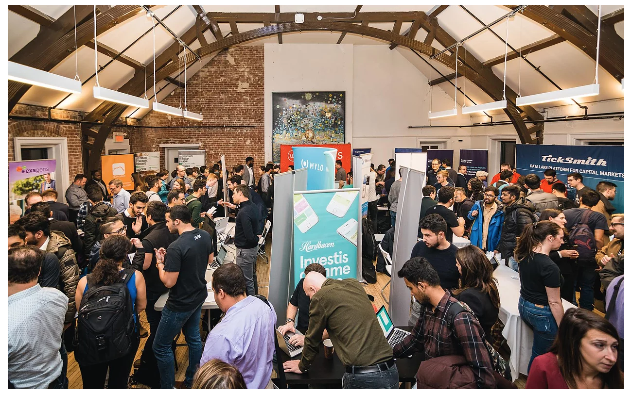 Participants and startups at the main hall of the Career Fair
