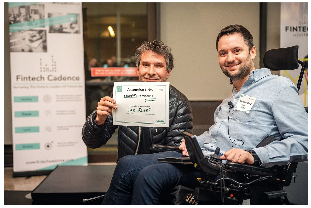 Eric Morin (Desjardins Lab) presenting the Startup-in-Residence prize to Charles Dery (Co-founder of Lyra Insight)