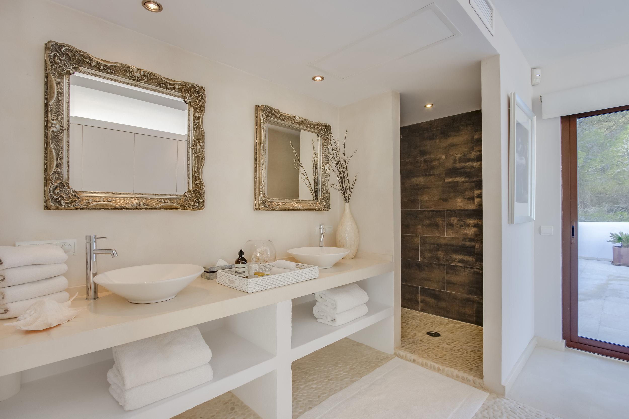 Grey bathroom NEW.jpg