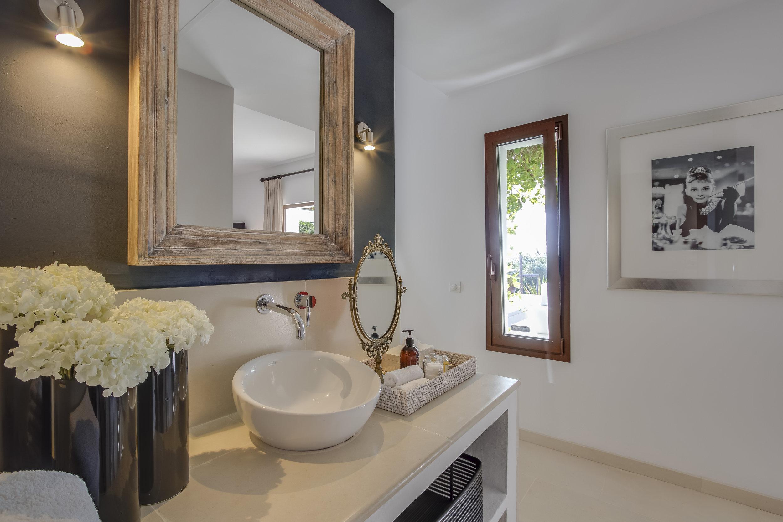 Flock bathroom 1 NEW.jpg