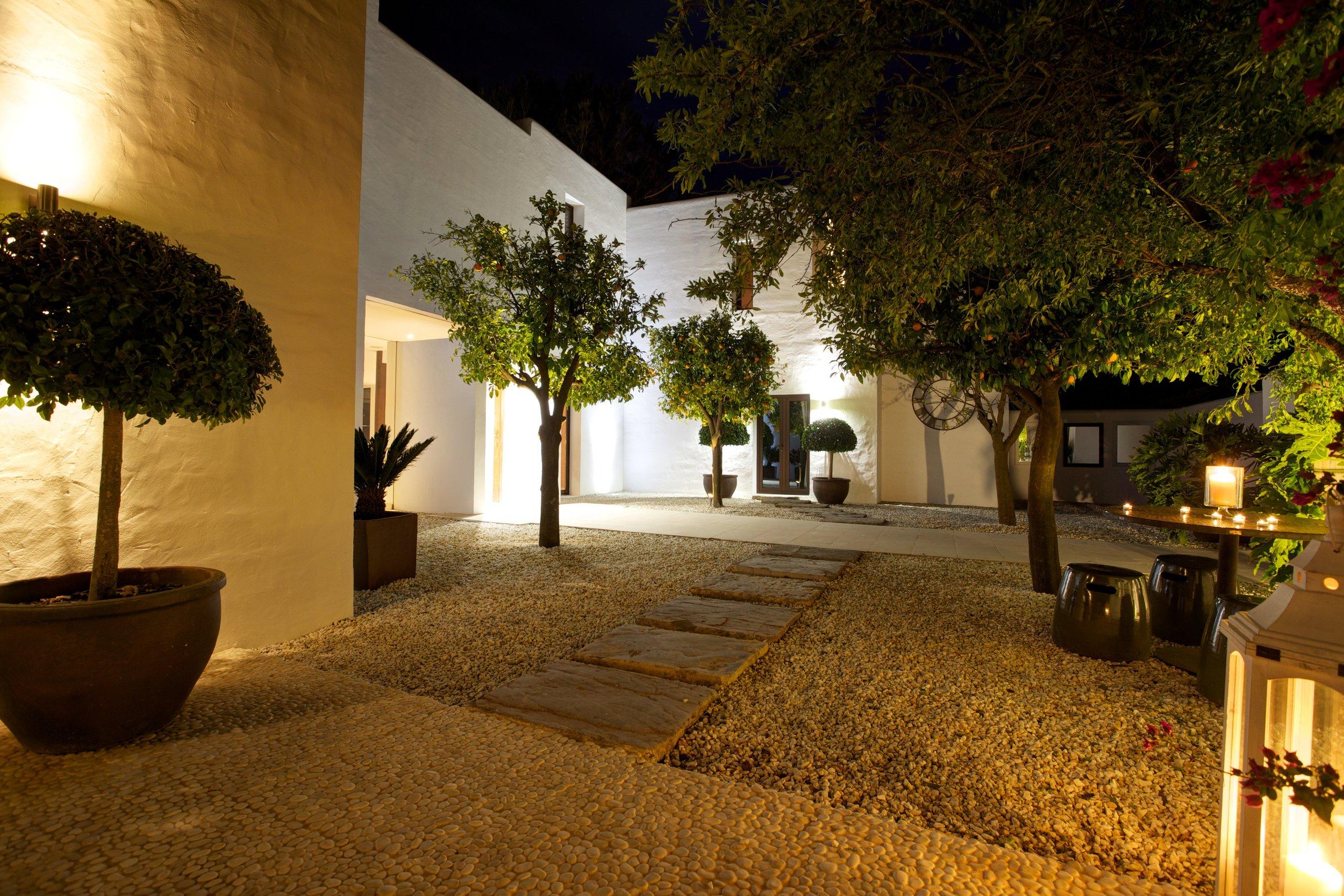 B Entrance courtyard by night.jpg