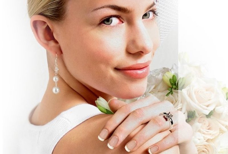 Soft & natural bridal makeup with glossy peach toned lips. Always classic, always in style.