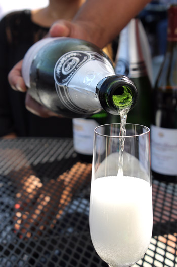Napa-Champagne-pour1.jpg