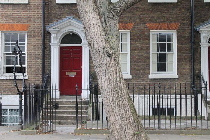 Red-door-in-Islington.jpg