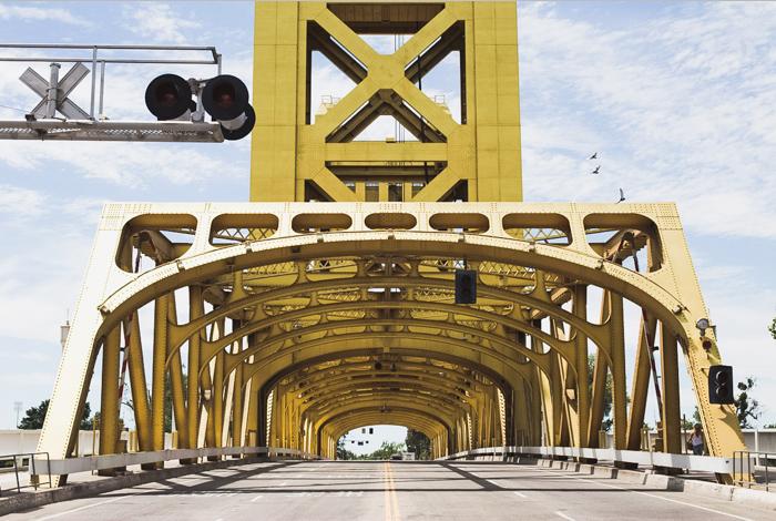sacramento-city-guide-bridge.jpg