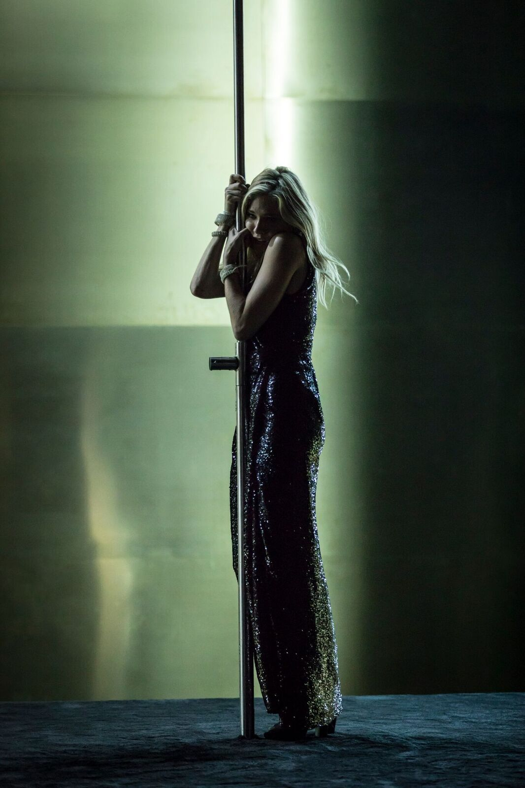 Sienna-Miller-Maggie-Cat-on-a-Hot-Tin-Roof-Photographer-credit-Johan-Persson.jpg