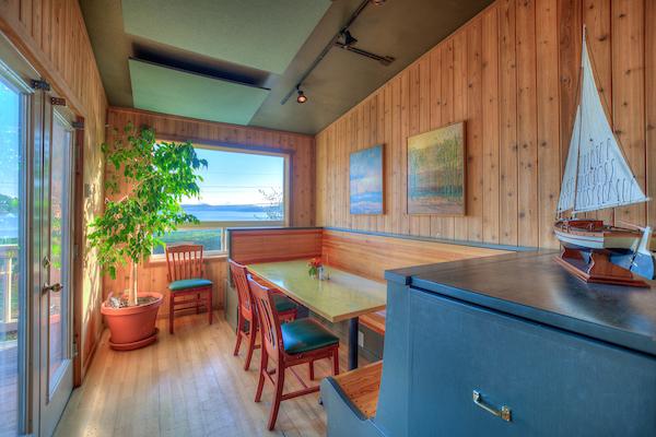 Kingfish Inn West Sound Cafe_017.jpg