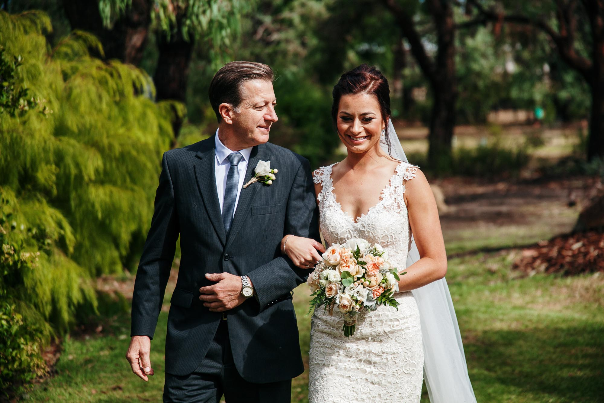 candid-weddinng-photography-melbounre-mornington-peninsula-really-good-weddings-bride-groom10.jpg
