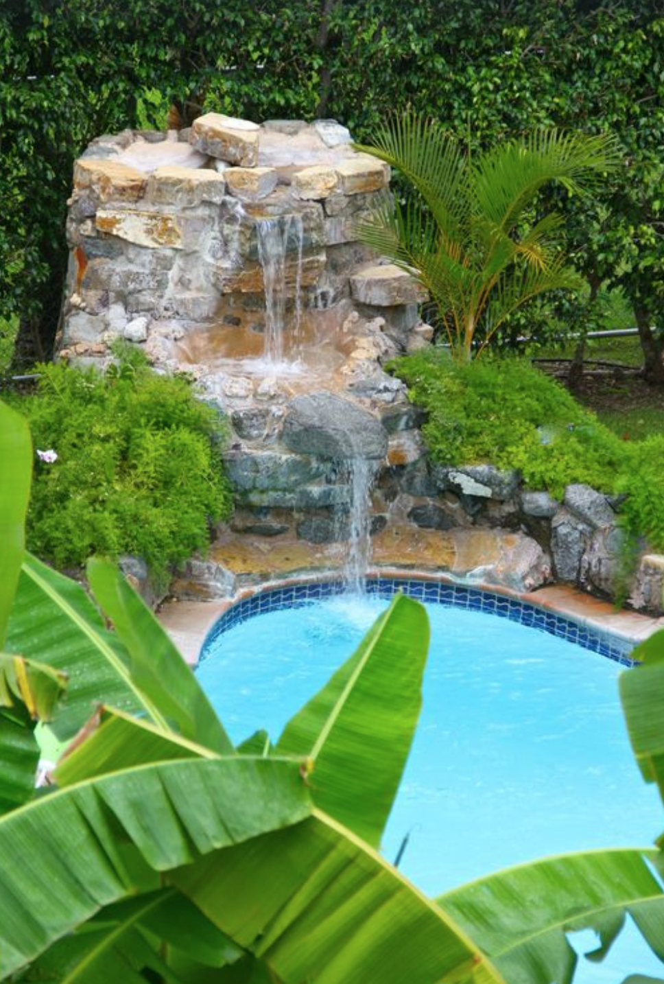 TROPICAL TRANQUILITY - a luxurious pool experience with cascading waterfall and perfect privacy