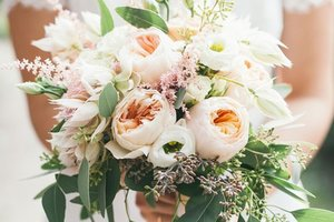 choose-wedding-flowers-bouquet-thumbnail-75c4c70.jpg
