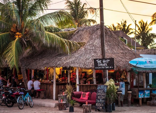 The-Hot-Corner-Isla-Holbox-e1486228130249.jpg
