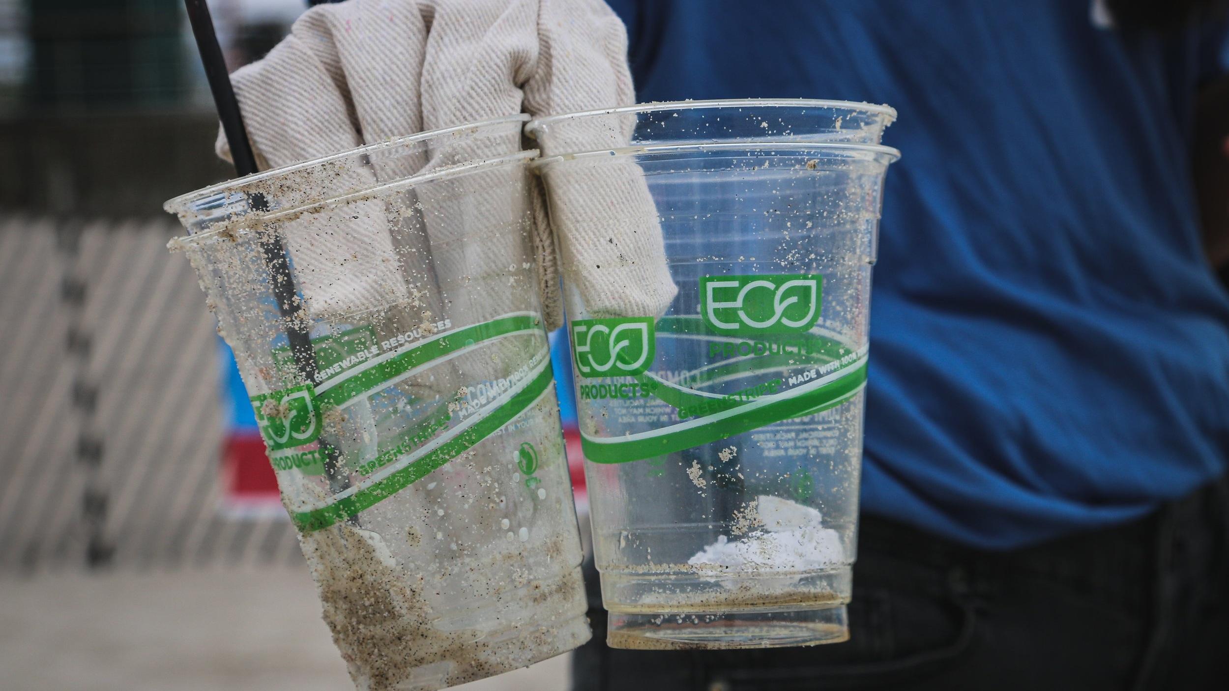 EARTHCRU BEACH CLEAN-UP -
