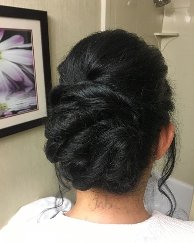 👰🏼 TᗯiᔕTEᗪ ᑌᑭᗪO ~ ᗷY KᗩiTᒪYᑎᑎ 💕 ••• #weddinghair #weddingupdos #bridesmaidhair #bridalhair #weddingseason2018 #ameliaparissalon #hairbykaitlynncc