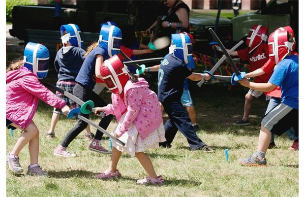 Fencing-at-2013-Childrens-Festival.jpg
