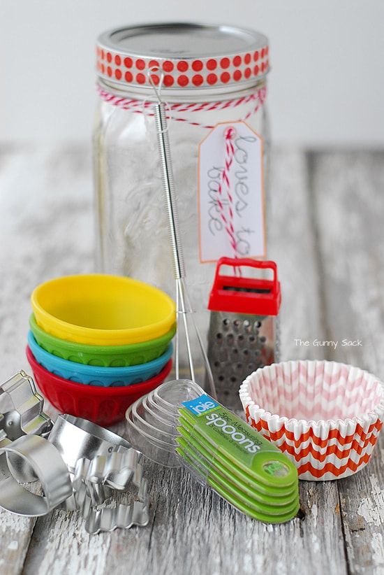 baking-supplies-mason-jar-christmas-gift-diy.jpg