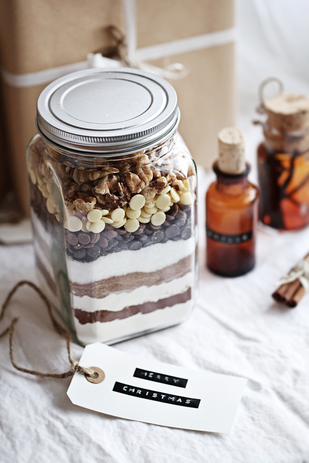 brownie-mix-mason-jar-christmas-gift-diy.jpg
