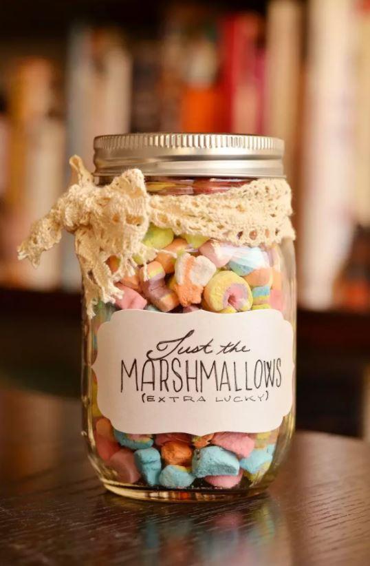 lucky-charms-marshmallow-mason-jar-christmas-gift-diy.jpg