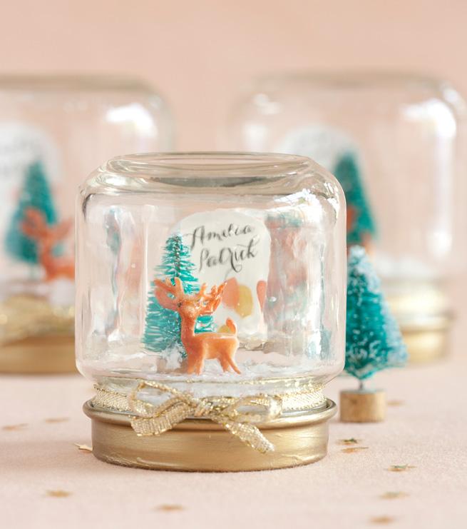 mini-snowglobe-mason-jar-christmas-gift-diy.jpg