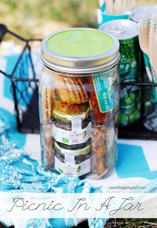picnic-mason-jar-christmas-gift-diy.jpg