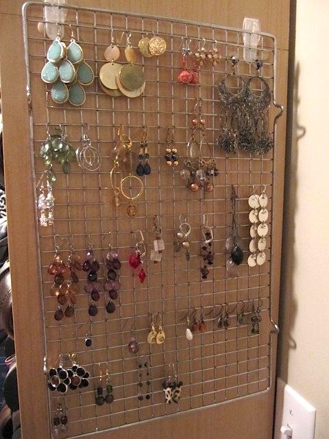 earrings-cooling-rack-dollar-store-organization.jpg
