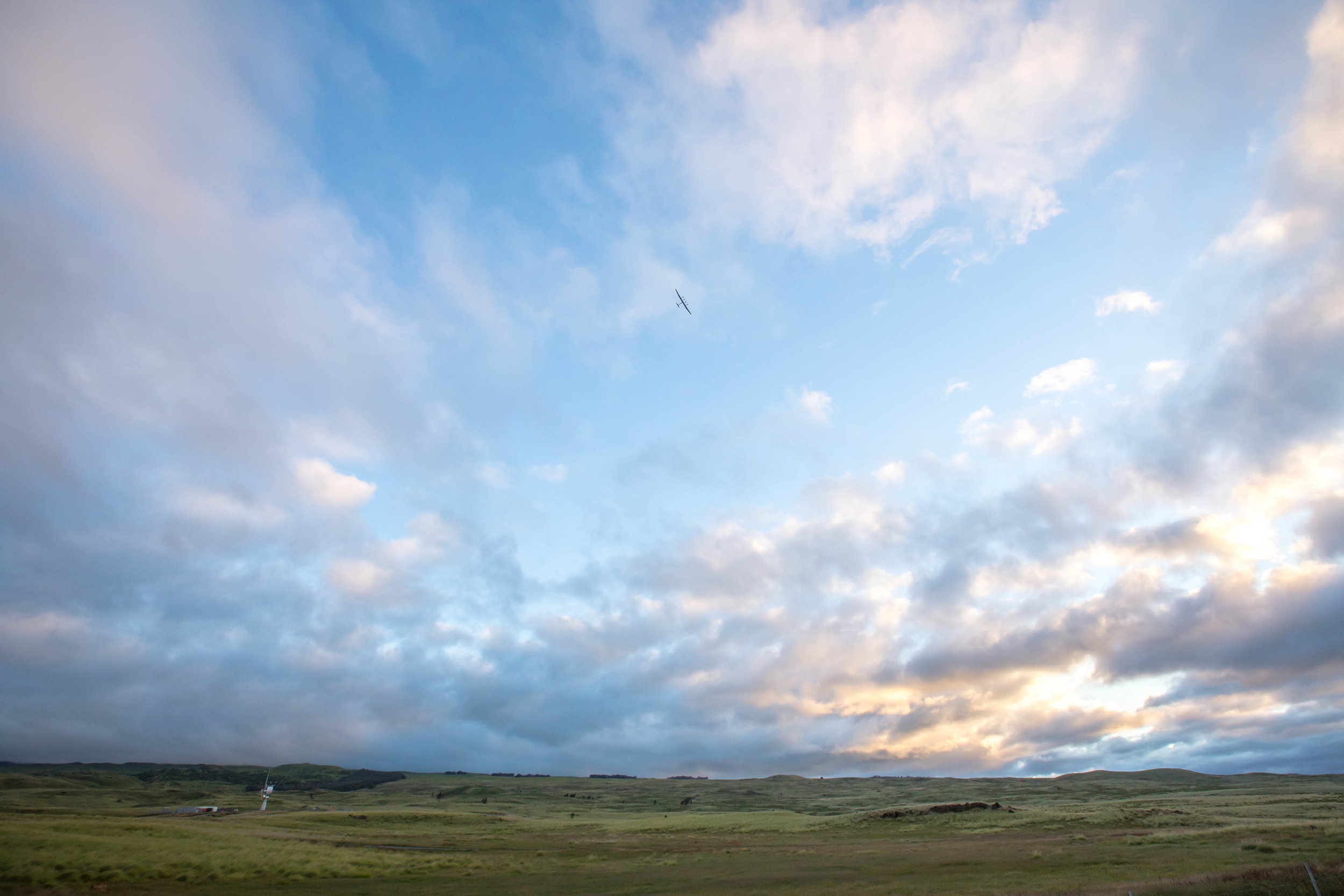 kite in flight hawaii wide.jpg