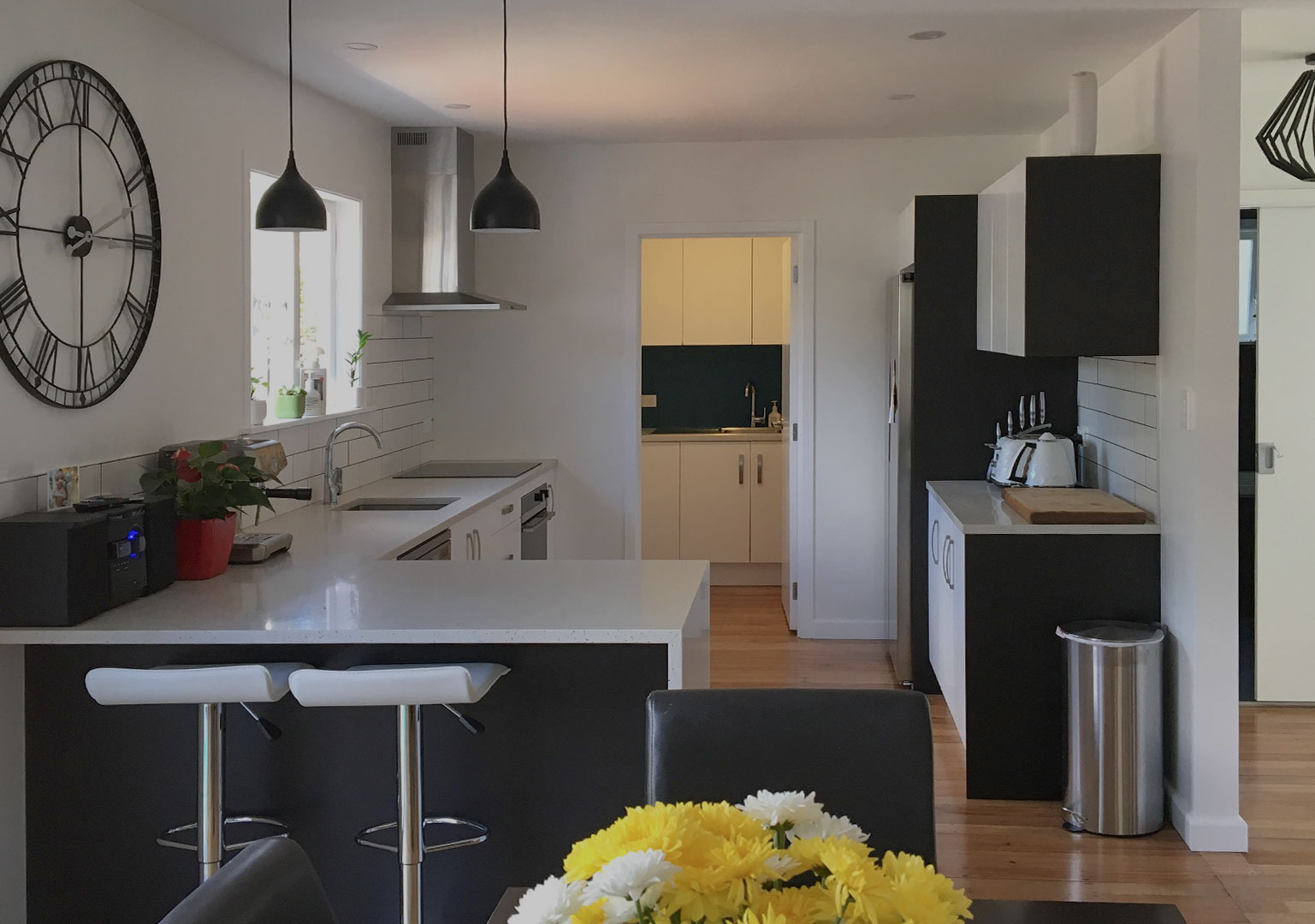 WHY URBAN EDGE - Here at Urban Edge Construction, we are qualified professionals and licensed building practitioners which will allow you the peace of mind that your home is in the best possible hands. Owned and operated out of West Auckland, our team takes pride in our high standards of work and delivery.
