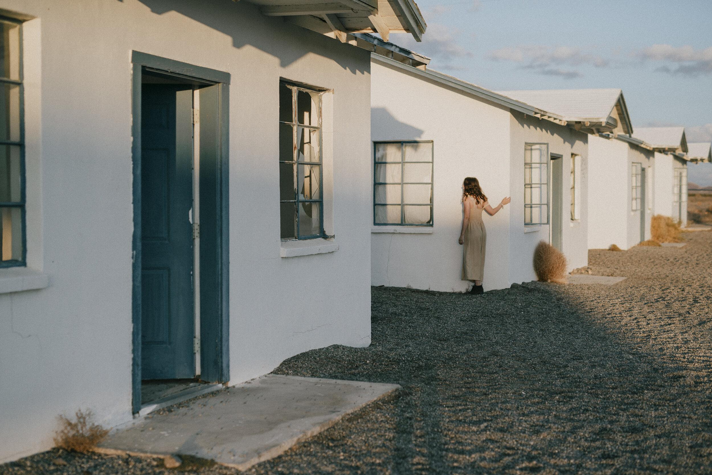 karmen-meyer-photography-mojave--collection-roys-motel-be-you-not-them.JPG
