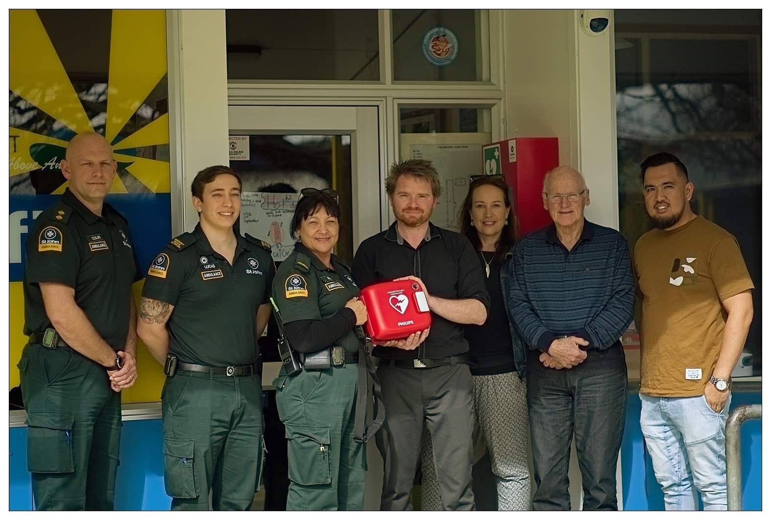 AED @ Waihi East School - The Forum has purchased a AED (defibrillator) and have donated it to Waihi East School which is a central hub to be accessed by residents of the Waihi East area. AED being presented to Zac the Principal, along with Nani, Bindy and Mike from the Waihi Community Forum as well as some of the wonderful staff from St John, Waihi. Look out for our article in the Waihi Leader soon with further information.