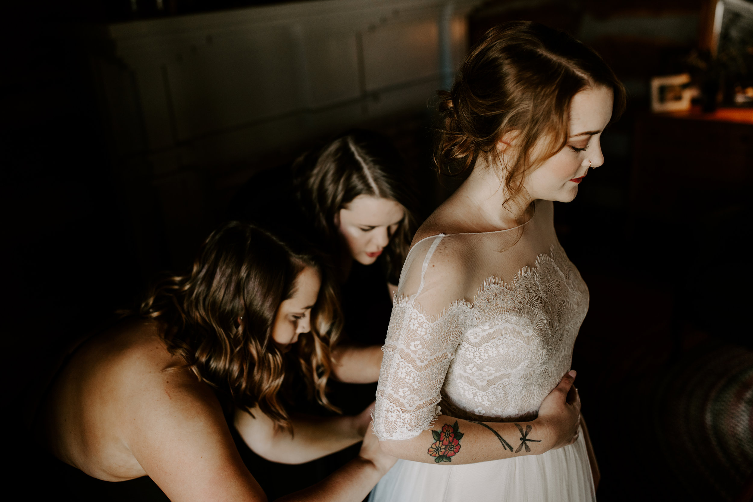 Edgy and Beautiful Bridal Getting Ready Pictures