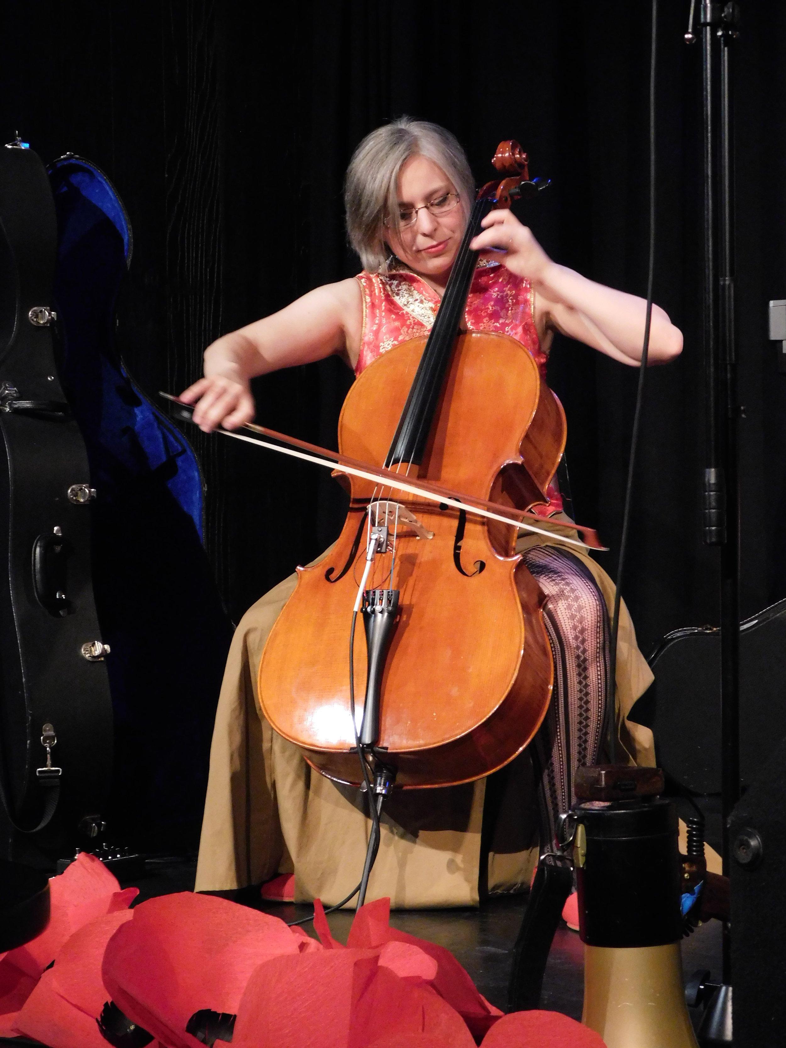 Bess Cello BLB - by Éowyn.JPG