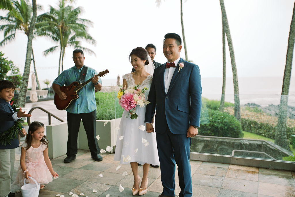 And outdoor venue requires very little decoration – I said no to all additional options such as arch for the ceremony, specially decorated chairs, among others. The only decoration I had were flowers from Dellables.