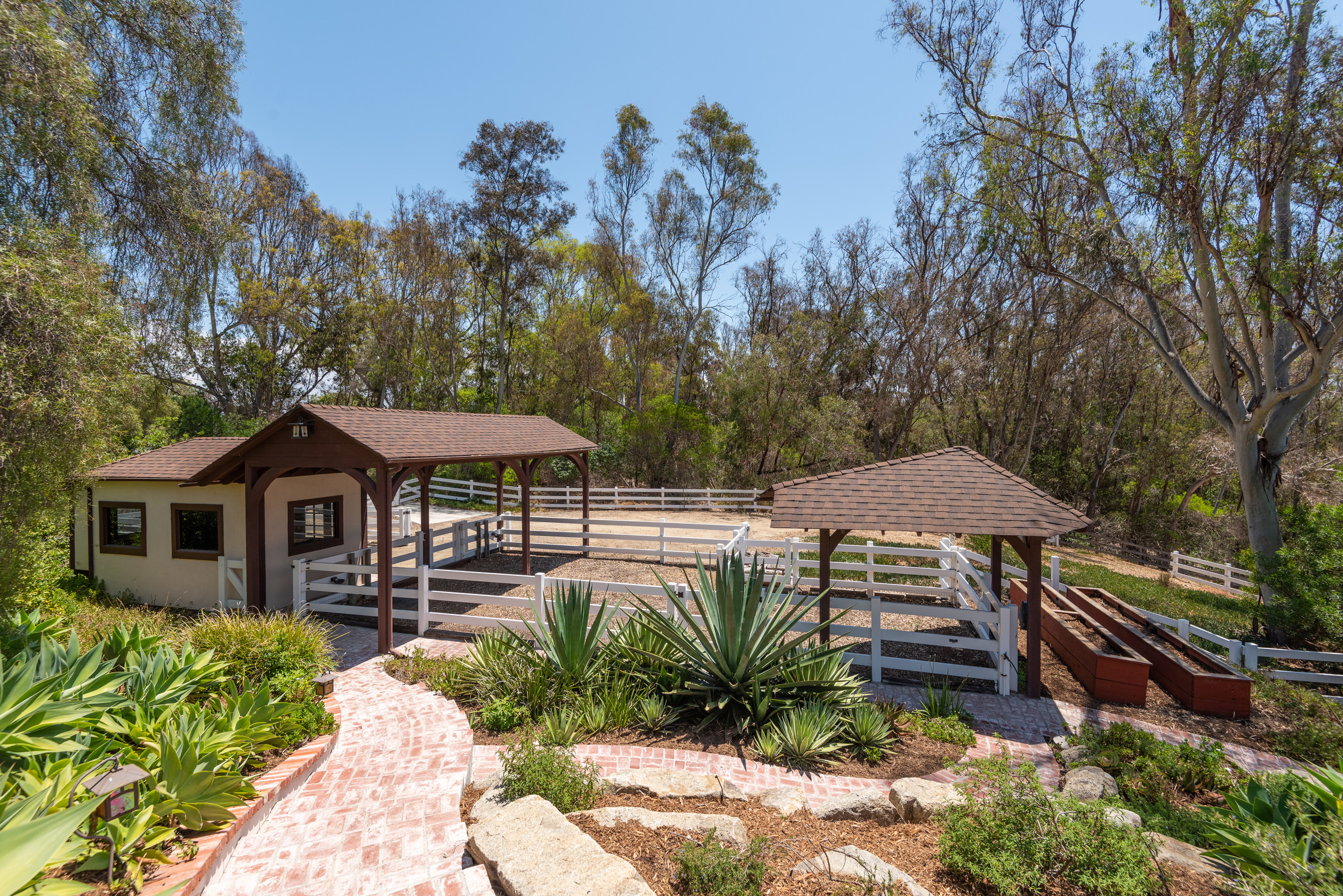 Perfect for your family horse! - -Tack Room-Covered Paddock-Turn Outs- Cross Tie Area with Wash Rack- 3.18 Acres = Room for Barn- Near Covenant Trails