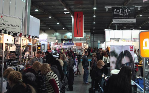 The hustle and bustle of the exhibition hall