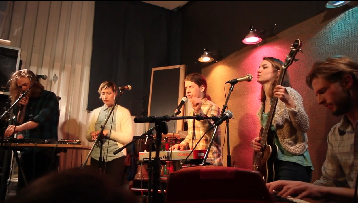 Anawan performing at home in Ft. Briscoe: Ethan Woods (self-constructed effects board, vocals), Maia Friedman (vocals), Trevor Wilson (tiny keybd, vocals), Alice Tolan-Mee (bass, vocals) and Michael Chinworth (keys)